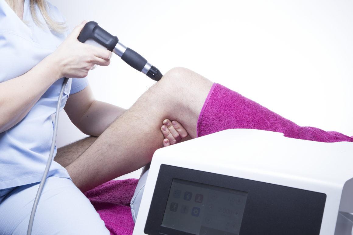 Z bólem można wygrać! Laser wysokoenergetyczny, terapia falami uderzeniowymi – zabiegi rehabilitacyjne dostępne w ECM Lifeclinica!